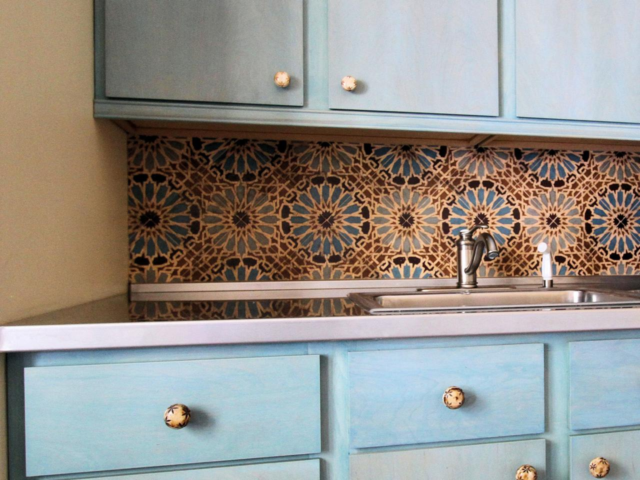 Kitchen tile backsplash ideas pictures tips from hgtv for Kitchen tiles design photos