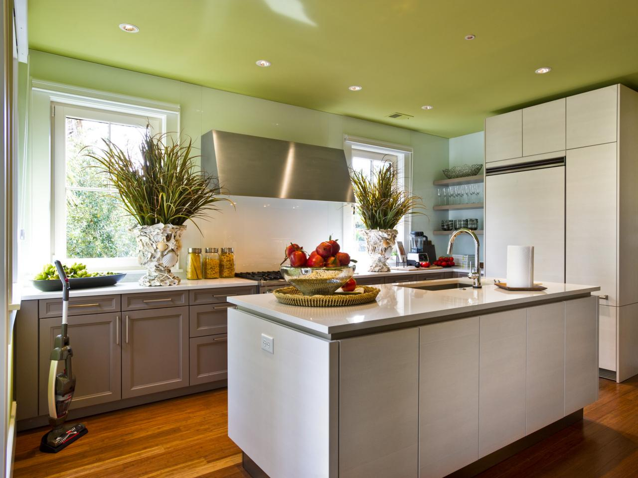 Painting kitchen ceilings pictures ideas tips from for Beautiful kitchen units designs