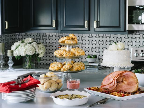 Holiday brunch ideas hgtv for Menu reception amis