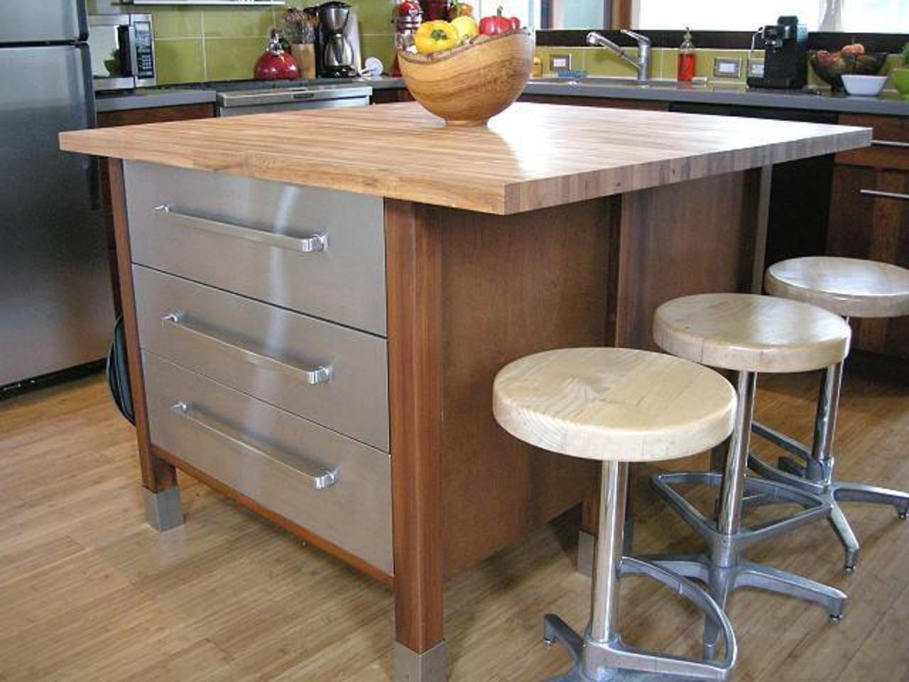 Kitchen island with stools hgtv 30 kitchen island