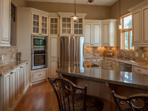 Neutral Transitional Kitchen With Breakfast Bar