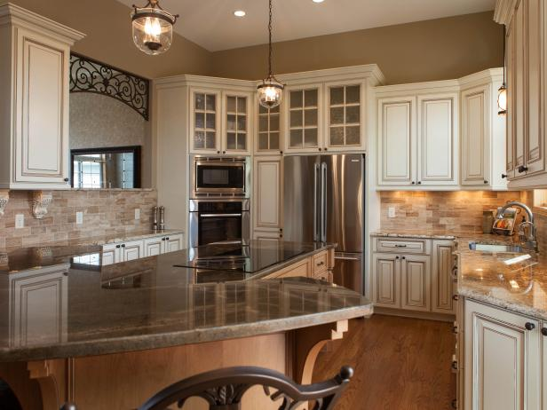 Traditional Kitchen With Ivory Cabinetry and Granite Countertops