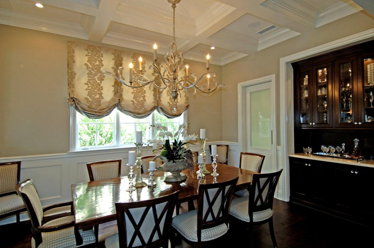 Photos hgtv for Traditional formal dining room
