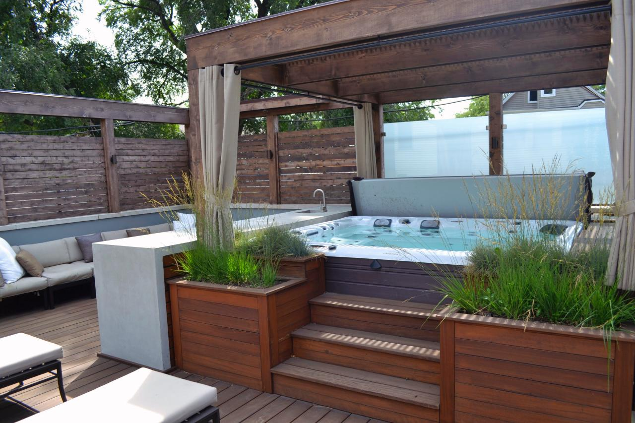 Gorgeous decks and patios with hot tubs diy deck for Jacuzzi en bois exterieur pour terrasse