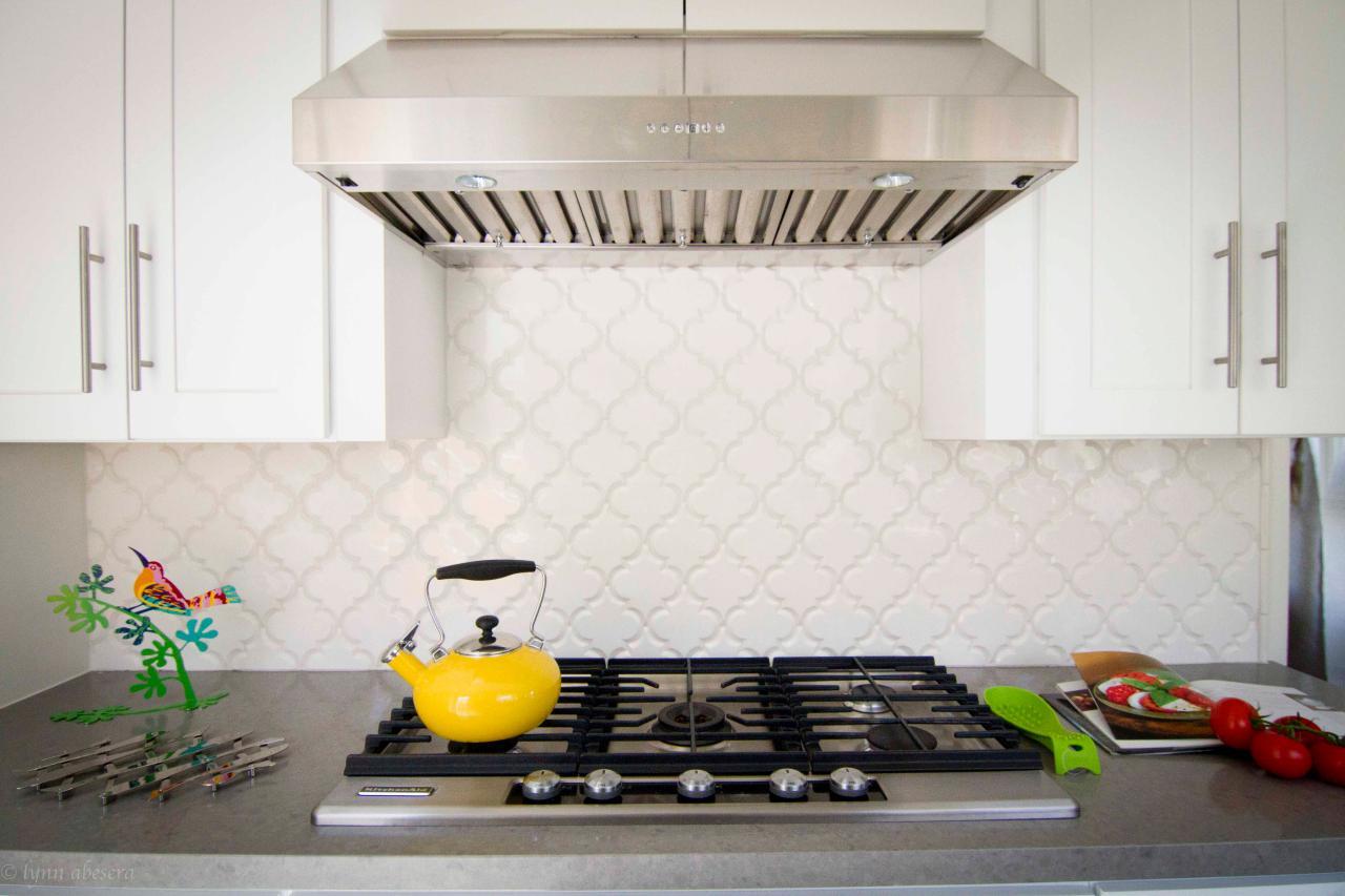 Photo page hgtv arabesque tile backsplash stainless steel range hood dailygadgetfo Choice Image