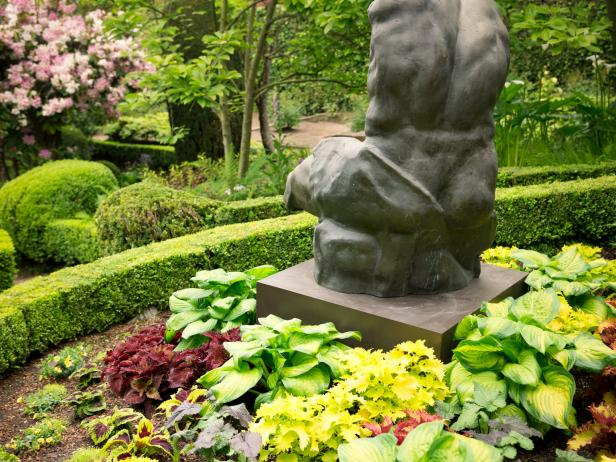 Gorgeous Traditional Garden With Stone Sculpture