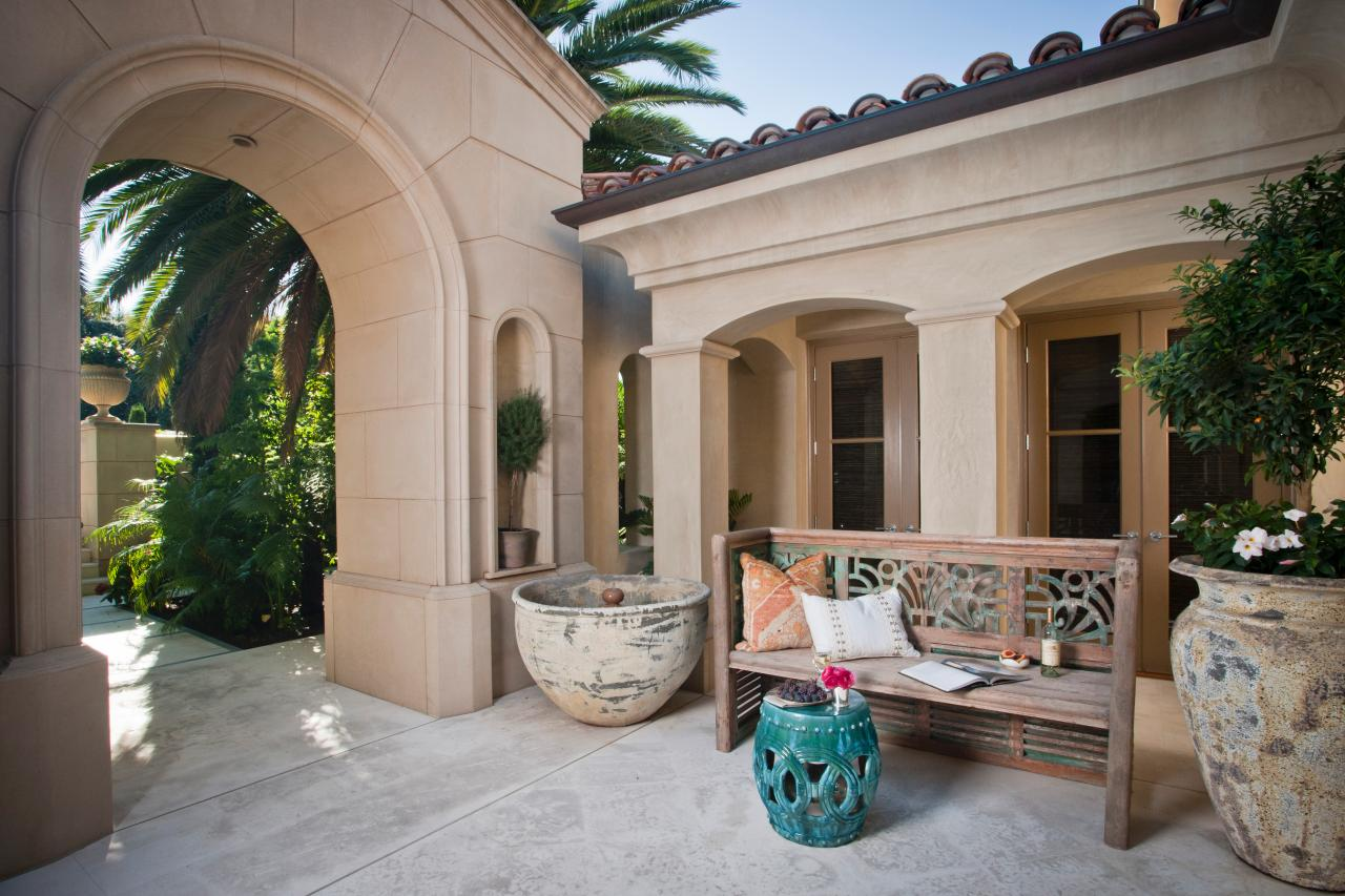 Image gallery mediterranean courtyard for Mediterranean courtyard designs