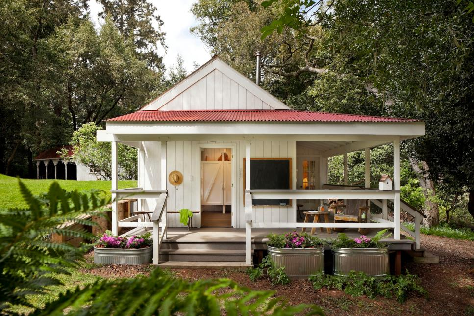 Petite Bath House Located On A Dairy Farm | Heidi Richardson | Hgtv