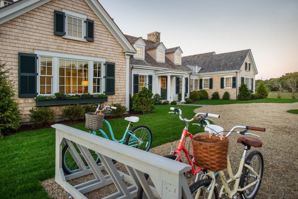 hgtv dream home 2015 front yard hgtv dream home 2015 hgtv. Black Bedroom Furniture Sets. Home Design Ideas