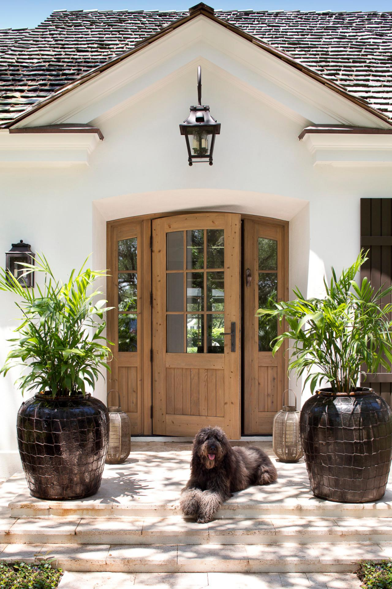 Photos weaver design group hgtv for White wooden front doors
