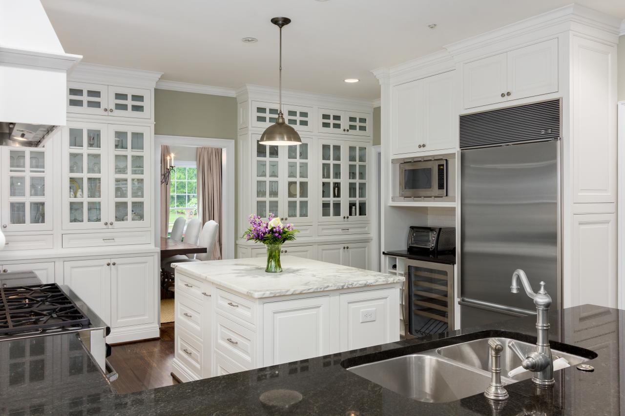 Photo page hgtv for Best chinese kitchen cabinets