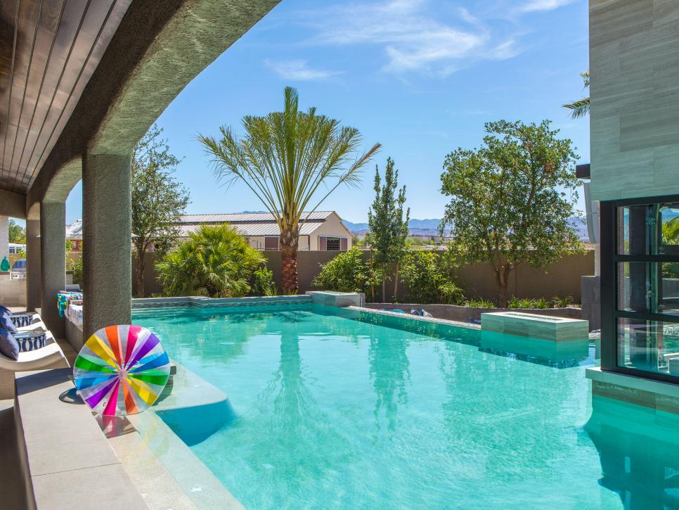 12 Crazy Outdoor Extras at the Property Brothers\' Las Vegas Home ...