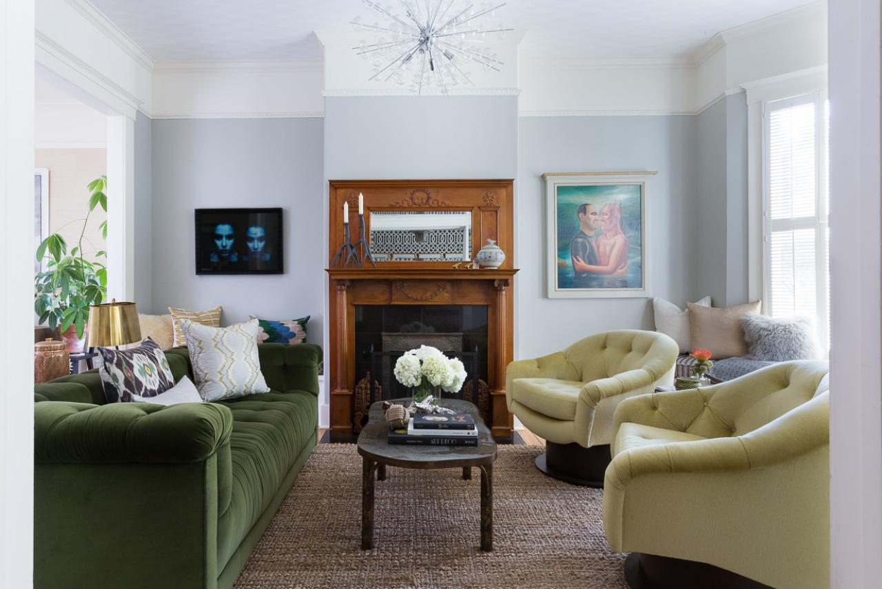 Photo page hgtv for Living room with green sofa