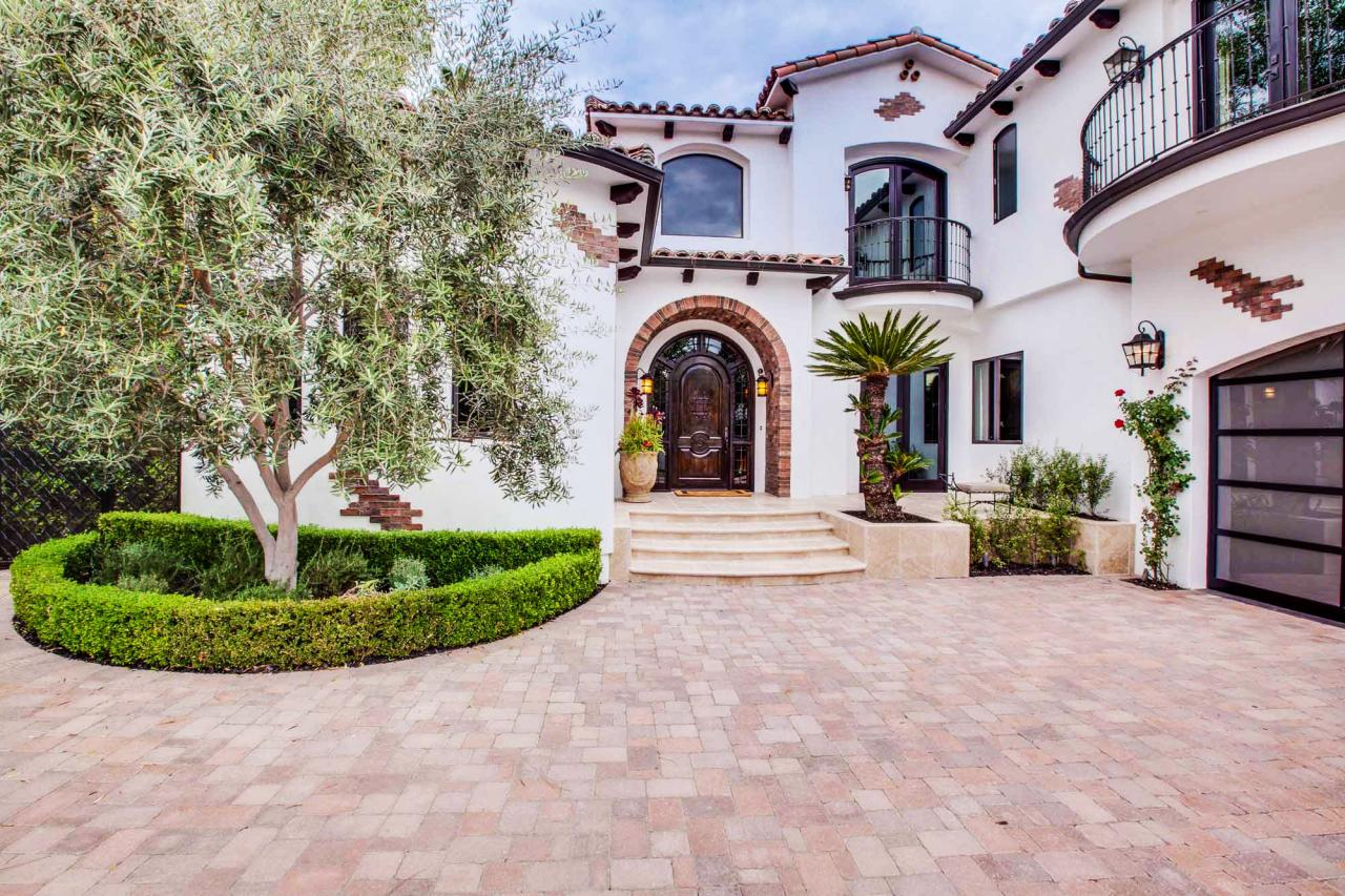 Photos hgtv for Spanish colonial exterior paint colors