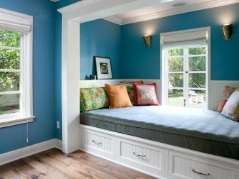 Built-In Daybed in Guest Room Alcove