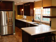 Open Kitchen With Eat-In Peninsula