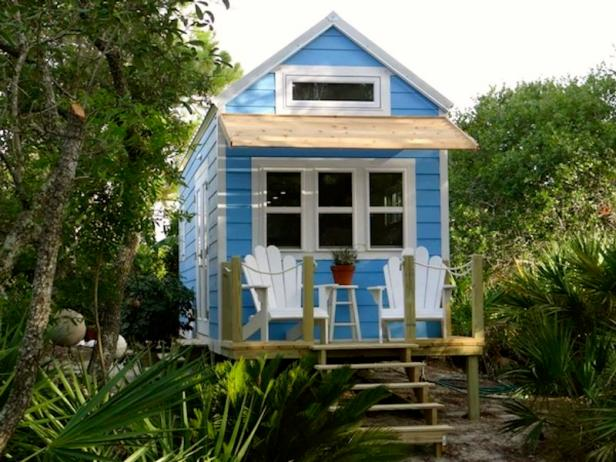 Tiny house big living hgtv Small beach homes