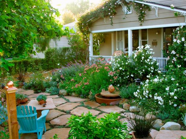 Landscaping ideas designs pictures hgtv for Home lawn design
