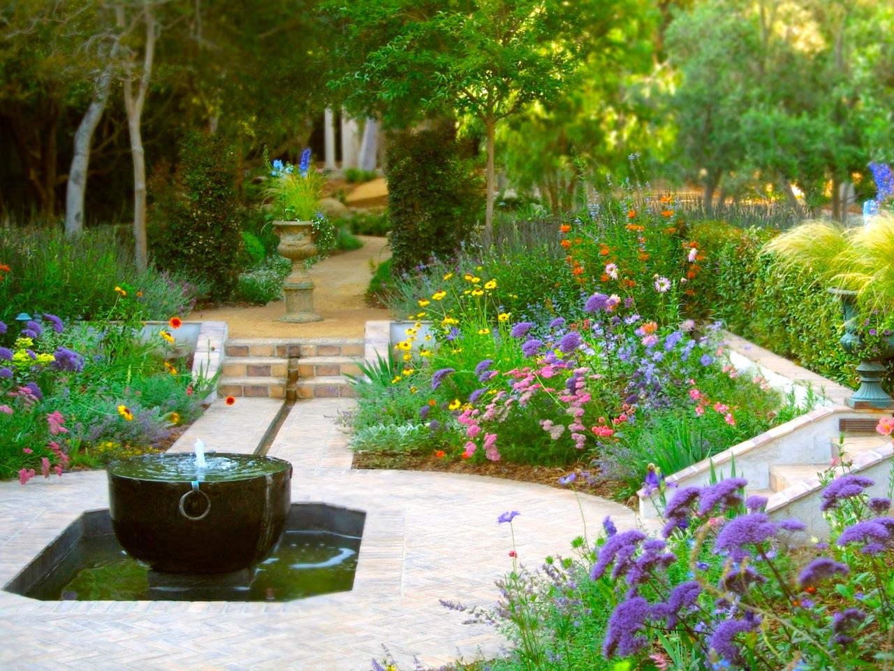 Photo page hgtv for Garden fountains and water features