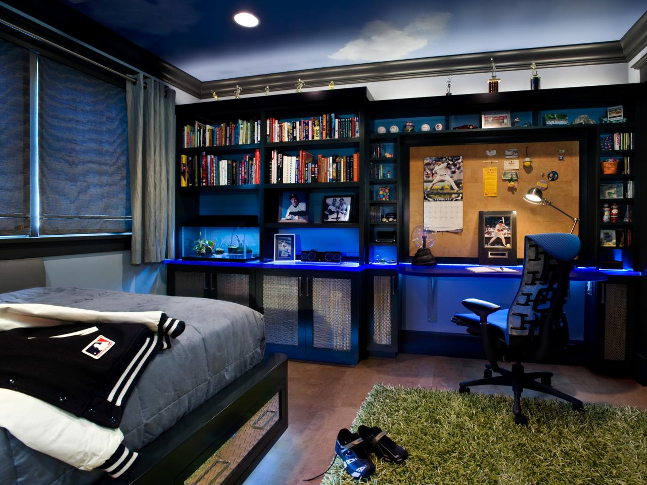 Baseball themed teenage boy 39 s room leslie lamarre hgtv Bedroom designs for teenagers boys