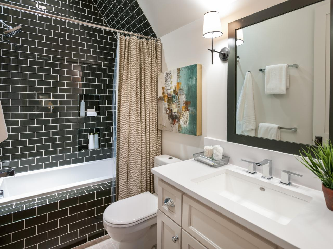 Kid 39 s bathroom from hgtv smart home 2014 hgtv smart home for Bathroom designs hgtv