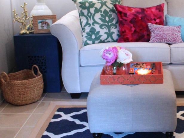Tropical Living Room Has Shades of Blue in Art and Endtable