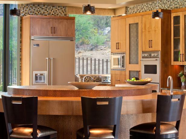 Kitchen With Semicircular Island