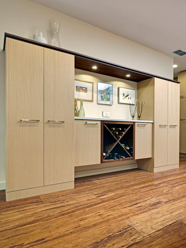 Contemporary Lightly Stained Wooden Wine Bar with Storage
