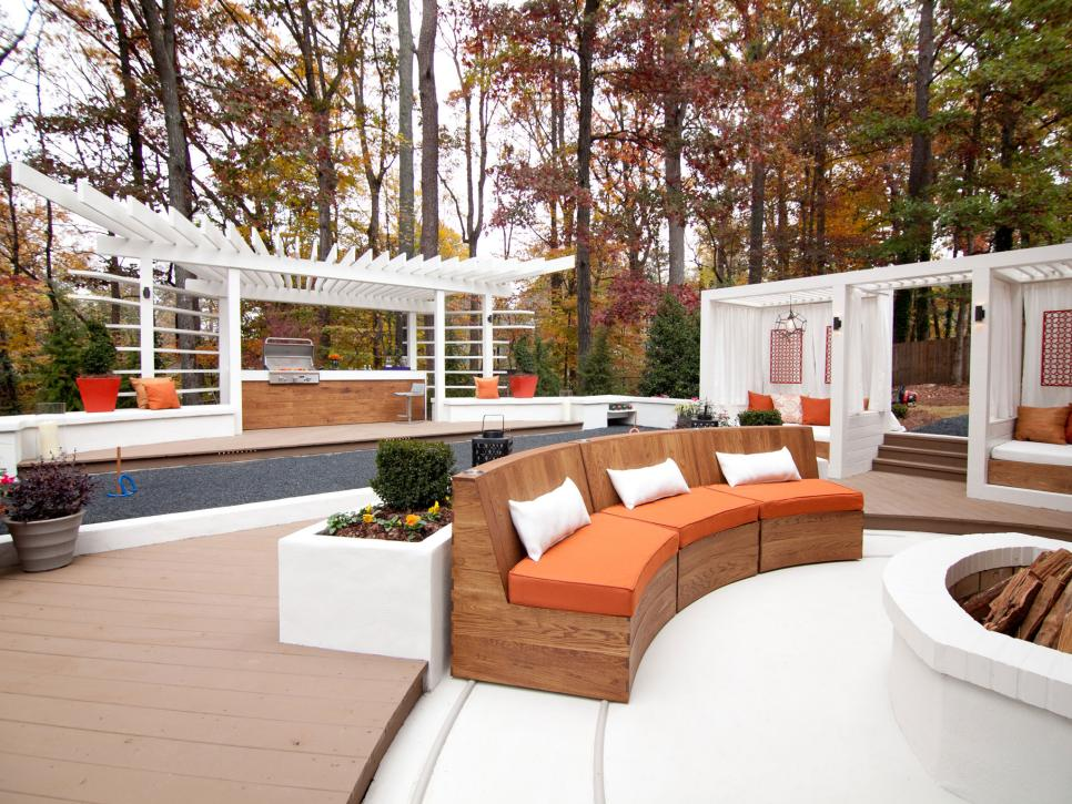 Family friendly outdoor spaces hgtv for Exterior house design for small spaces