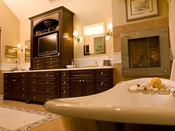 Clawfoot Tub in Traditional Double-Vanity Bathroom