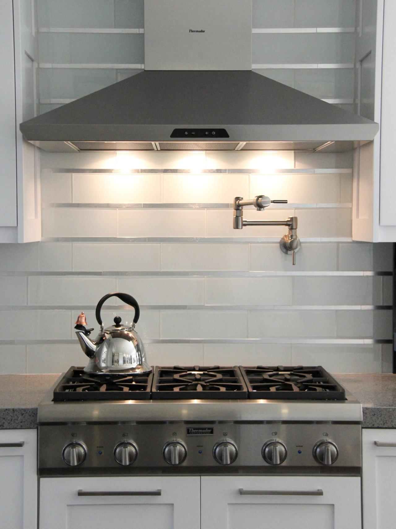 Photos hgtv White kitchen backsplash
