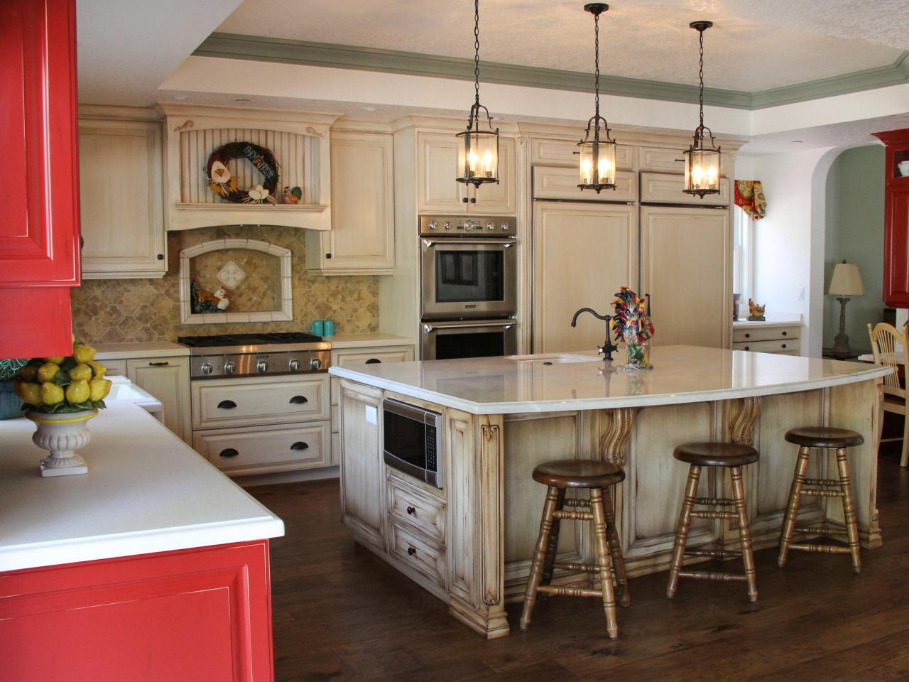 Photo page hgtv for Country kitchen cabinets