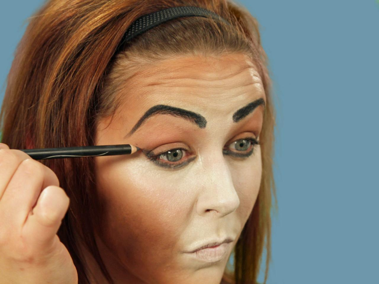 darken brows for halloween cat makeup - Cat Eyes Makeup For Halloween