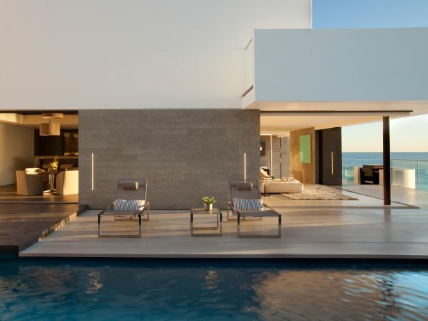 Modern Outdoor Patio and Pool