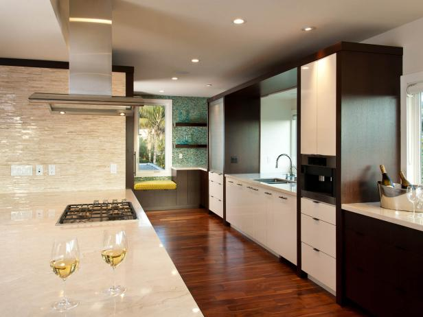 Neutral Contemporary Kitchen With Two-Tone Cabinetry