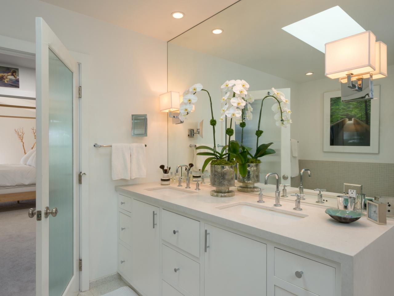 Vanity Lighting HGTV - Modern bathroom vanity lighting