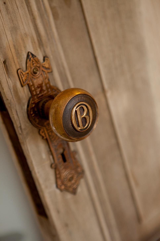 Bp hrege102h bebelles room detail door hardware 137770 399344.jpg.rend.hgtvcom.966.1449