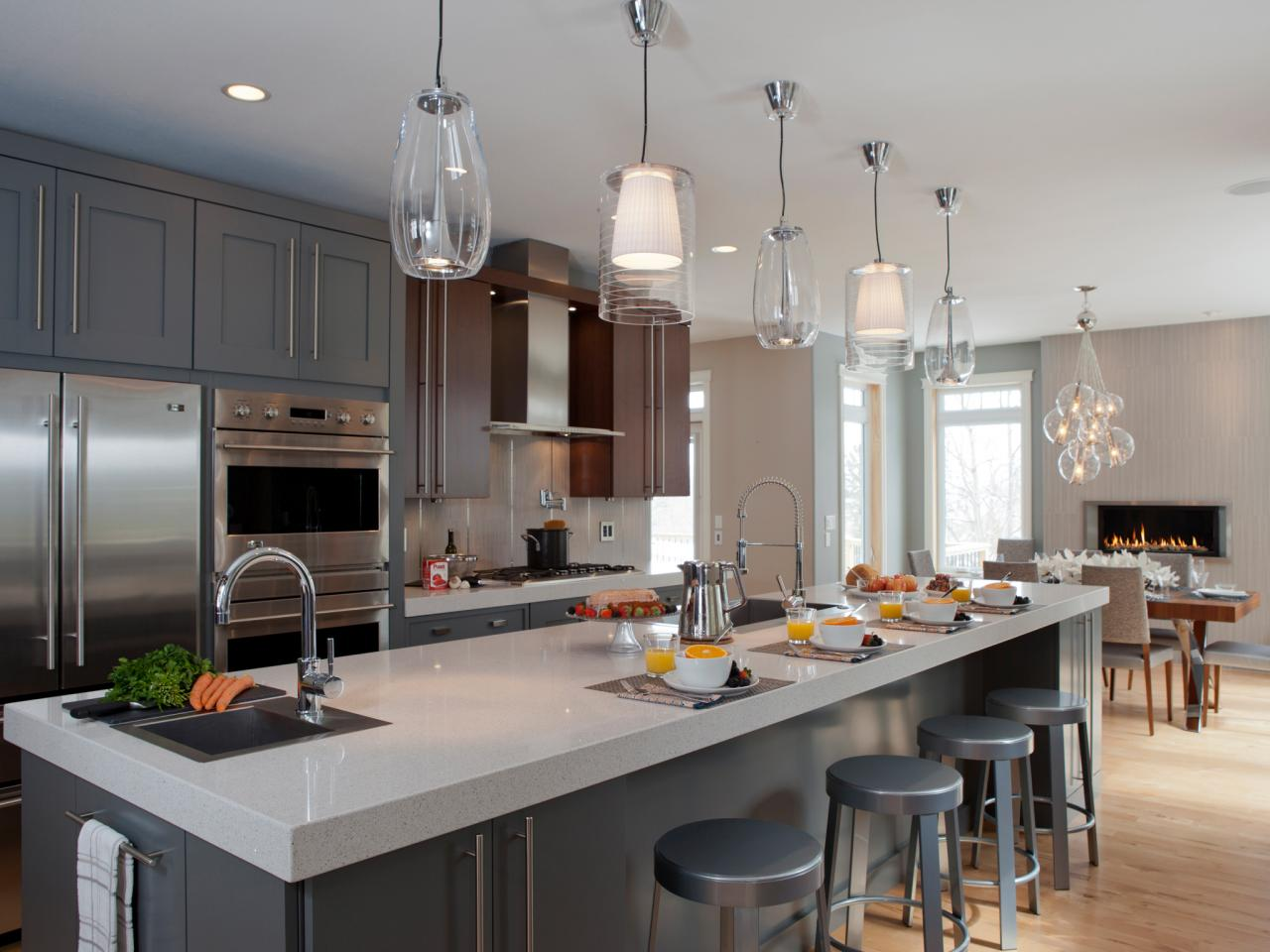 Photos hgtv for Kitchen island lighting pendants