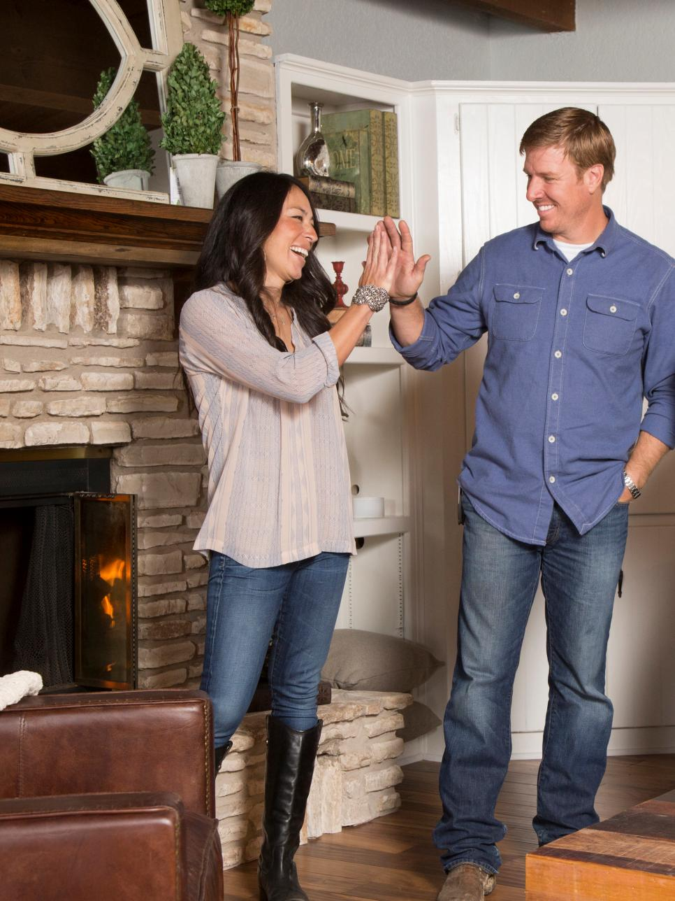 28 things you love about hgtv 39 s chip and joanna gaines hgtv 39 s fixer upper with chip and joanna. Black Bedroom Furniture Sets. Home Design Ideas