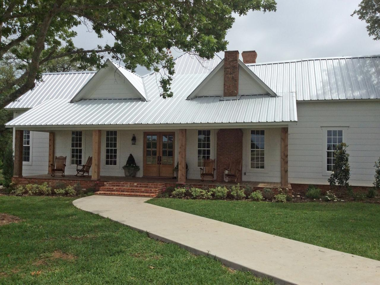 28 things you love about hgtv 39 s chip and joanna gaines for Farmhouse metal roof