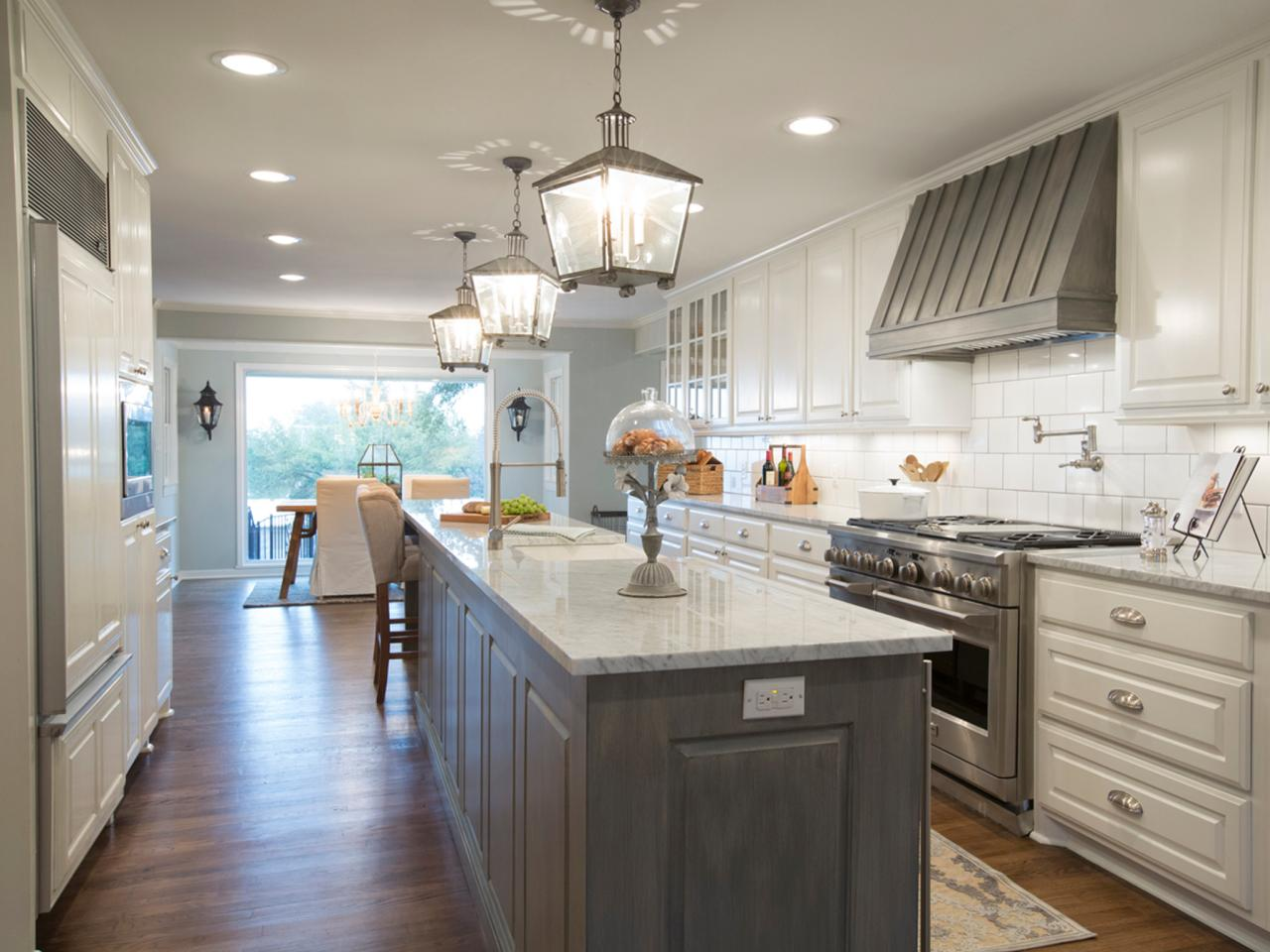 Before and after kitchen photos from hgtv 39 s fixer upper for Hgtv kitchens