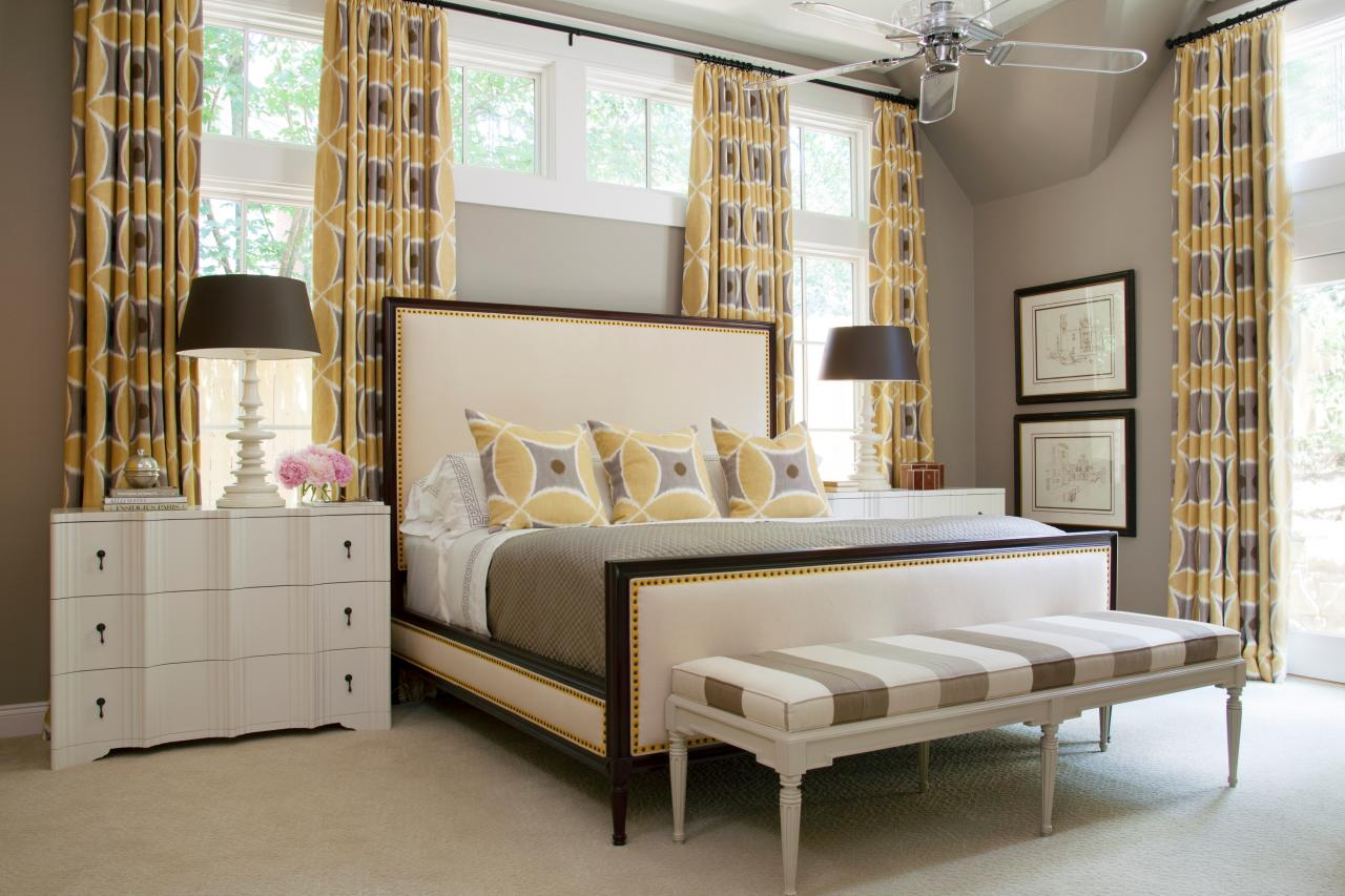 Photos hgtv Master bedroom with yellow walls