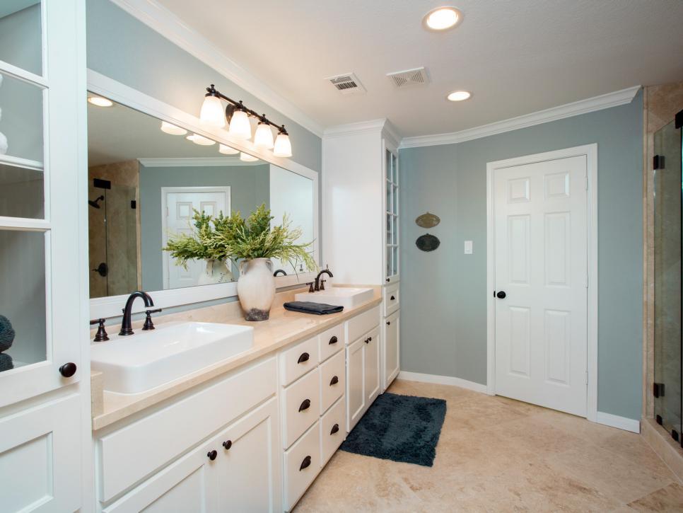 fixer upper 39 s best bathroom flips hgtv 39 s fixer upper with chip and joanna gaines hgtv. Black Bedroom Furniture Sets. Home Design Ideas