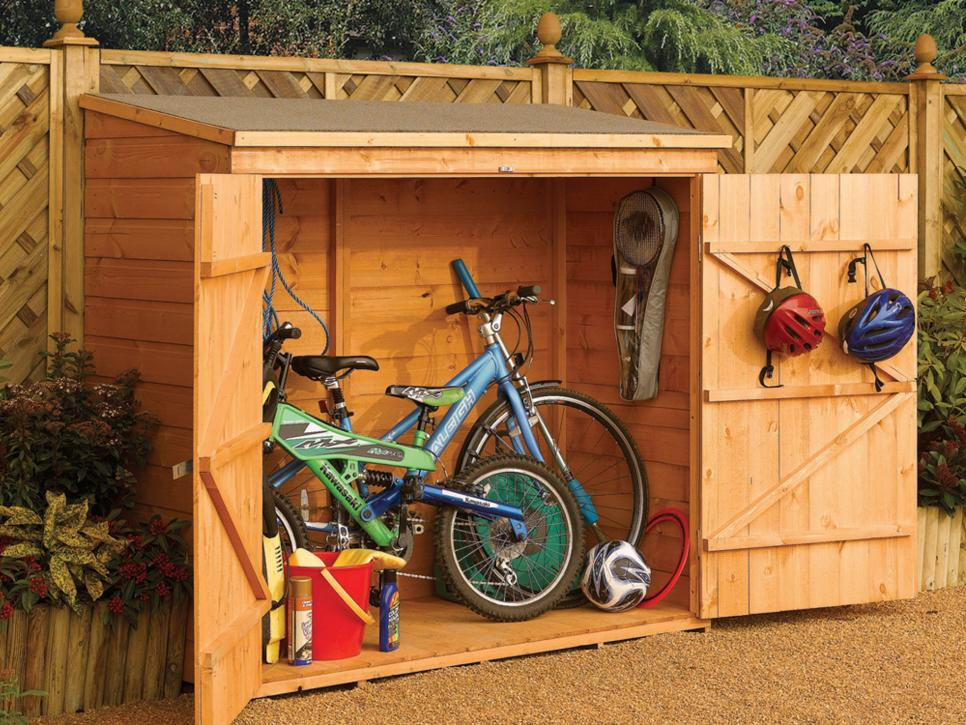 Outdoor storage ideas for pool toys garden tools and more for Garden tool storage ideas