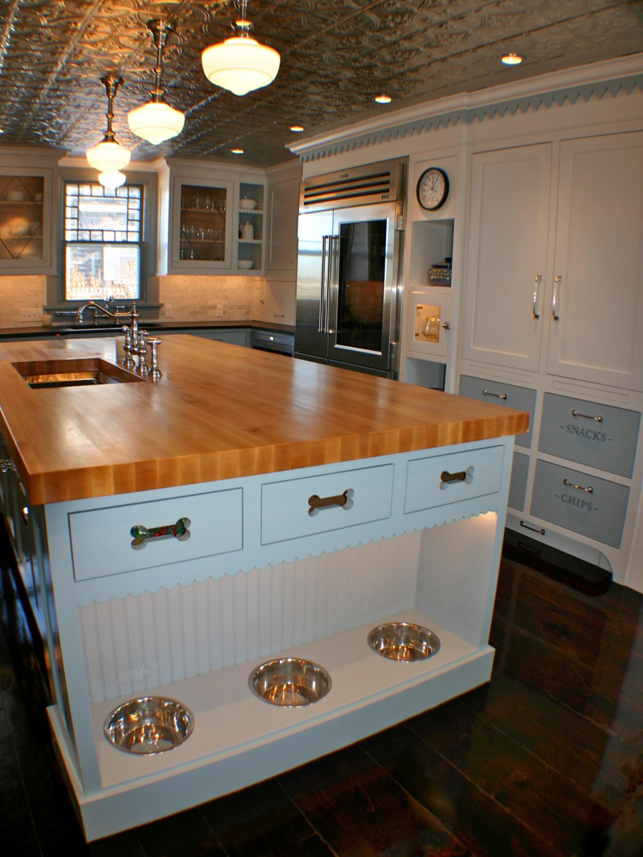 Photos hgtv for Built in kitchen islands