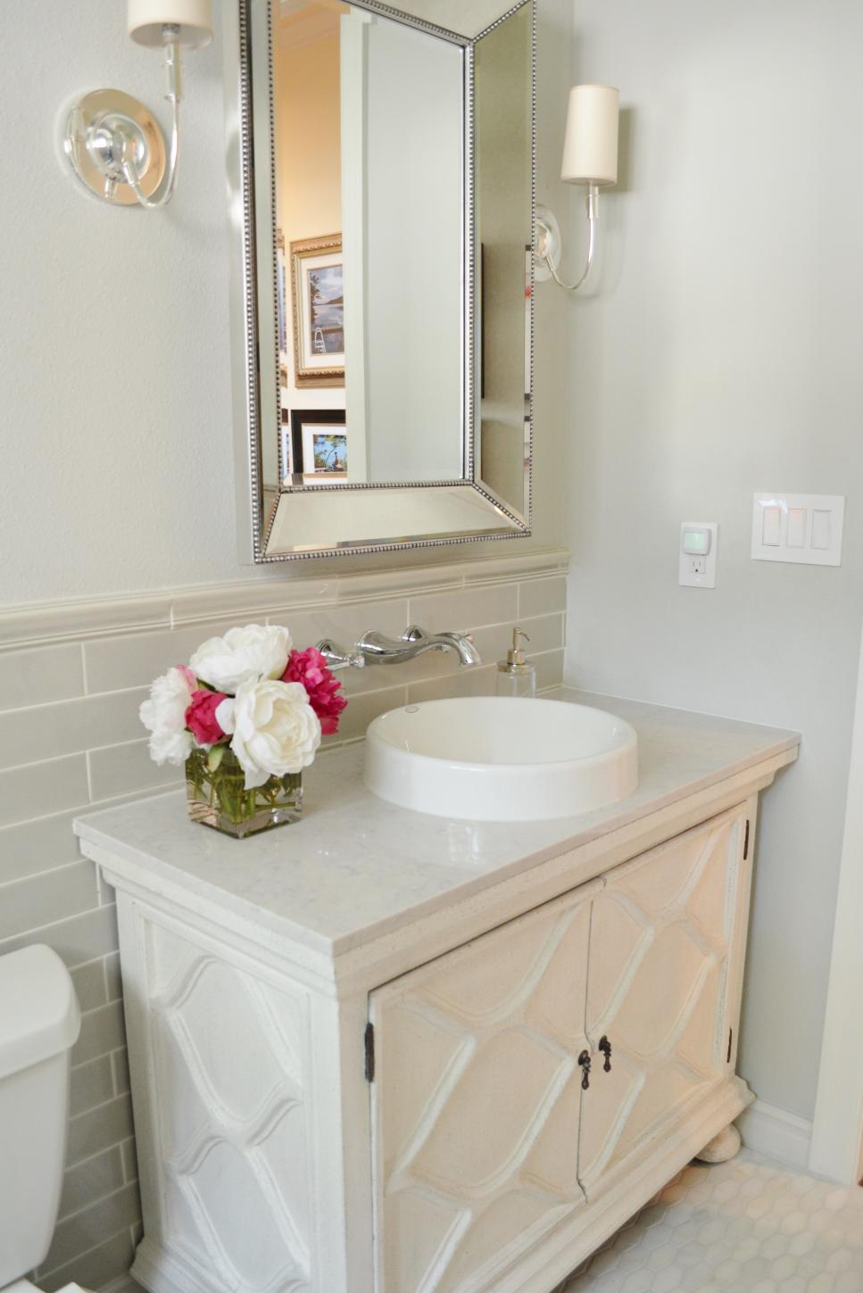 Before and after bathroom remodels on a budget hgtv for Hgtv small bathroom design ideas