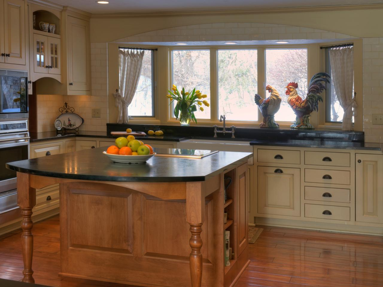 Country kitchens options and ideas hgtv for Country kitchen cabinets