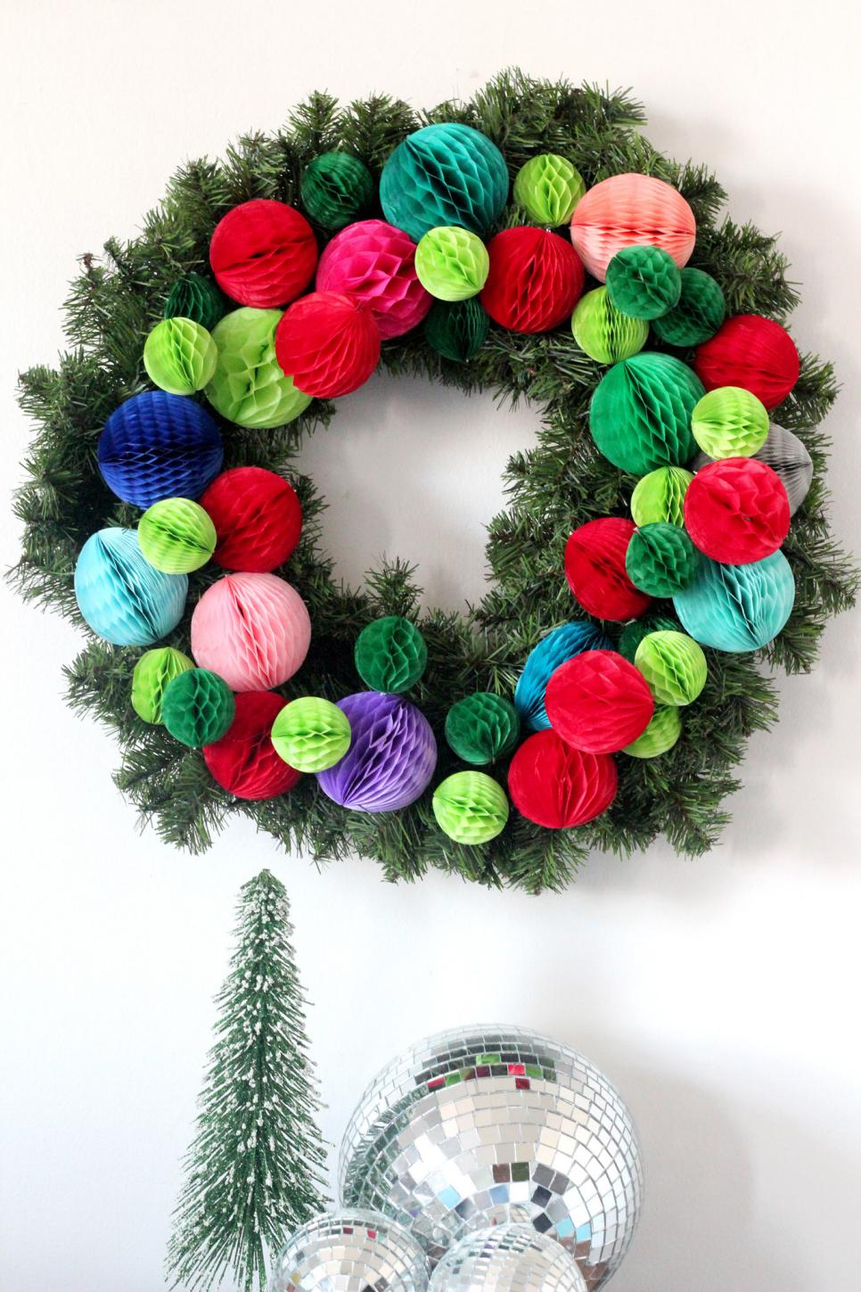 how to make a holiday wreath
