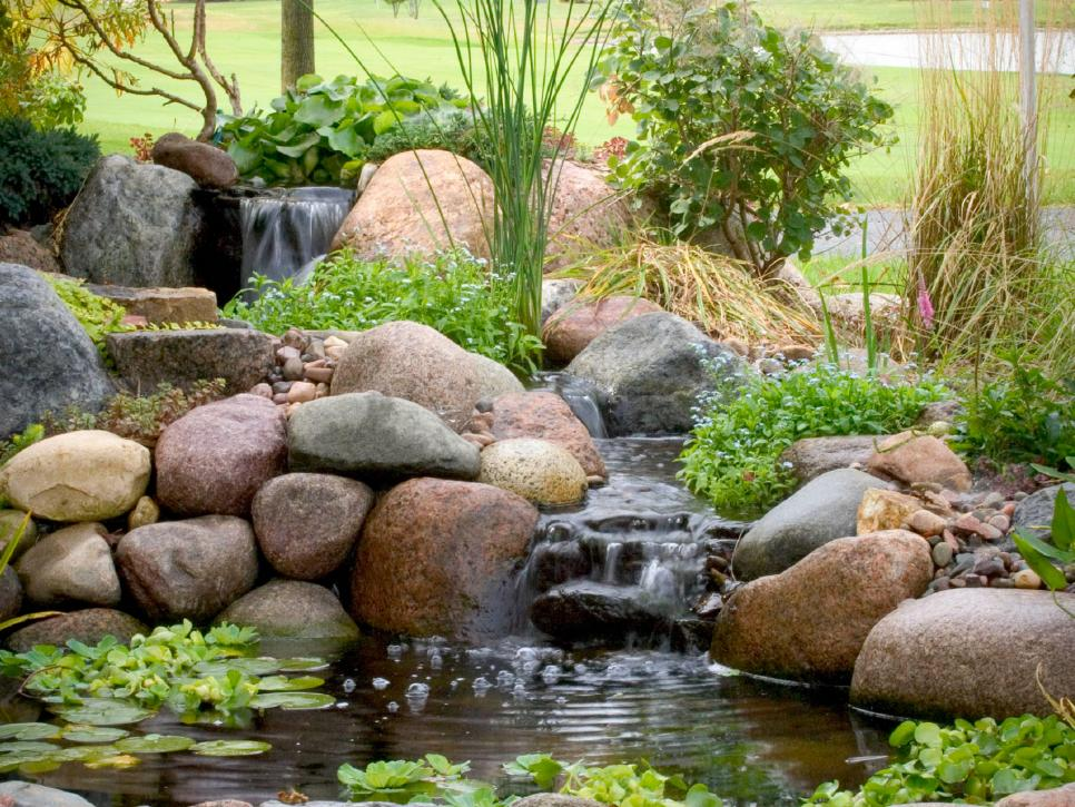 Garden water features diy for Garden pond water features