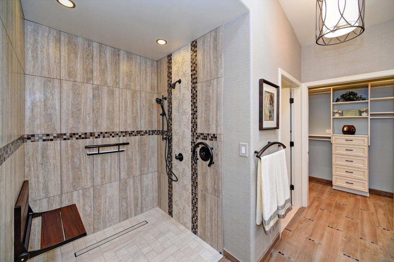 Photo page hgtv for Light bathroom tile designs